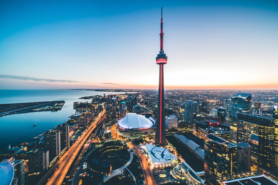 Day : 01 – Arrive in Toronto.